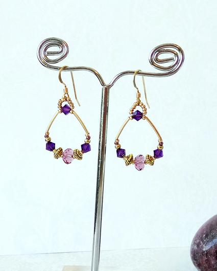 Boucles d'oreilles anneaux cristal mauve et violet / plaqué or 14 kt  Gold filled