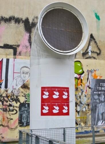 chaussures accrochées affiche Street-art Beaubourg