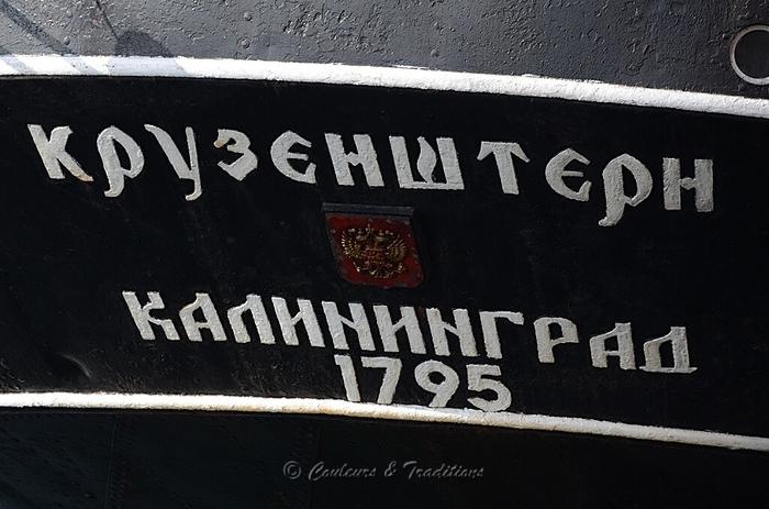 Regards sur les trois mats carré Russes
