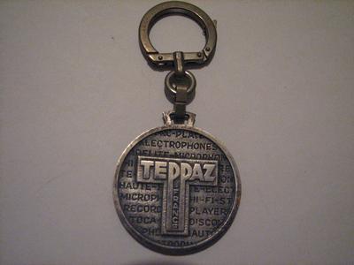 - Un porte-clefs ?