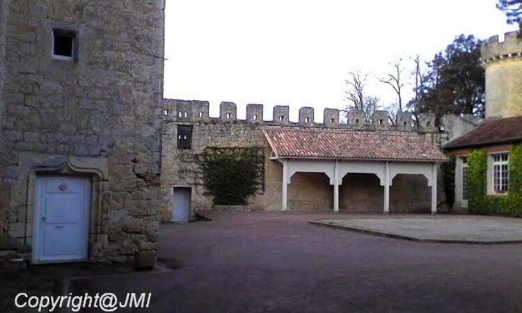 suite (SAINTE CROIX DU MONT. Adresse : Château de Tastes - 33410 Sainte Croix du Mont,cette semaine je vous emmène voir Sainte Croix du Mont   le château