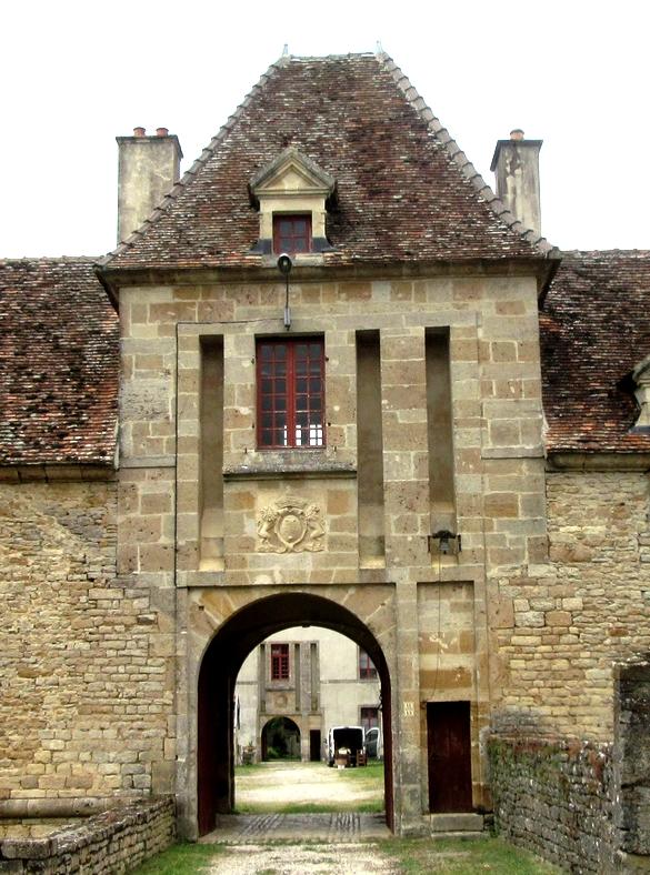 Le propriétaire du château de Blaisy Haut nous a fait découvrir la magnifique restauration d'un bâtiment historique qu'il a acquis en 1975