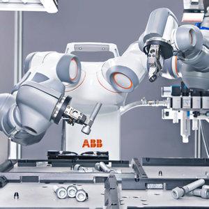 le robot yumi est même capable de manipuler une aiguille.