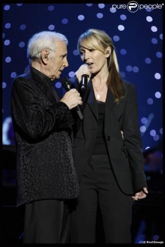charles-aznavour-en-duo-avec-sa-fille-637x0-2.jpg