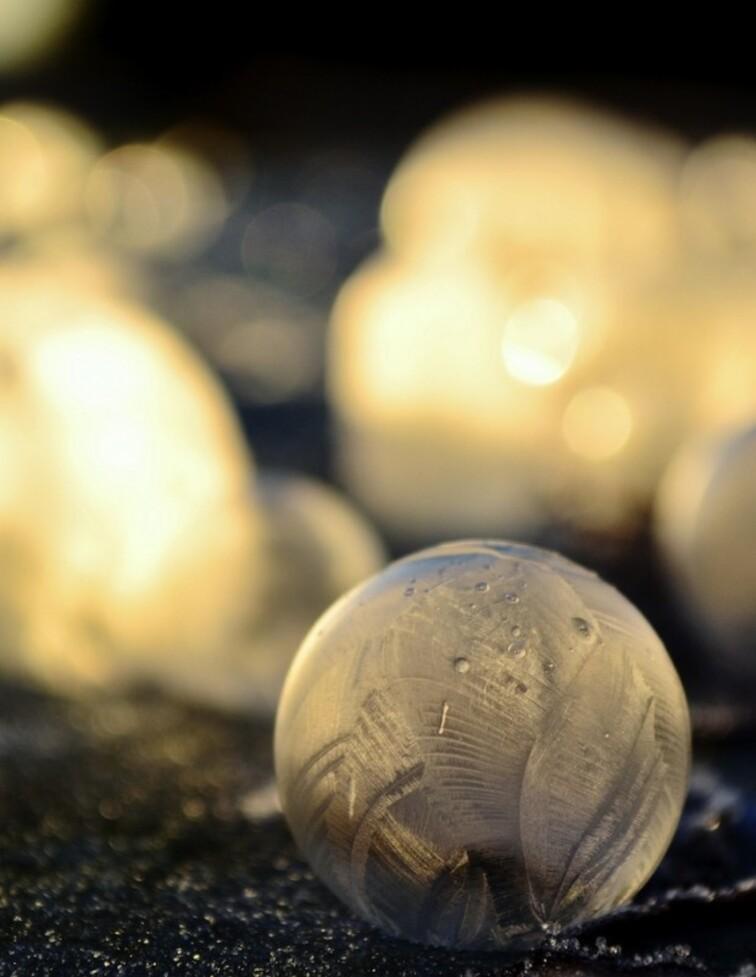 De superbes photos de bulles d'eau gelées