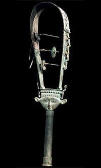 Le sistre d'Hathor est-il un instrument de musique ou un émetteur sonore ? A quoi servait-il précisément ?