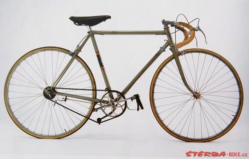 Photo d'époque , vélo Oscar Egg avec dérailleur SuperChampion
