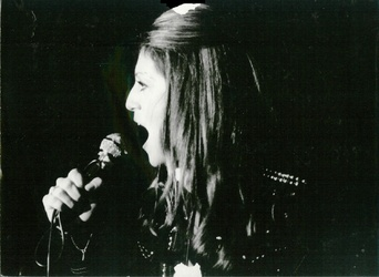 Février 1977 : Une fille ne vaut pas une Sheila