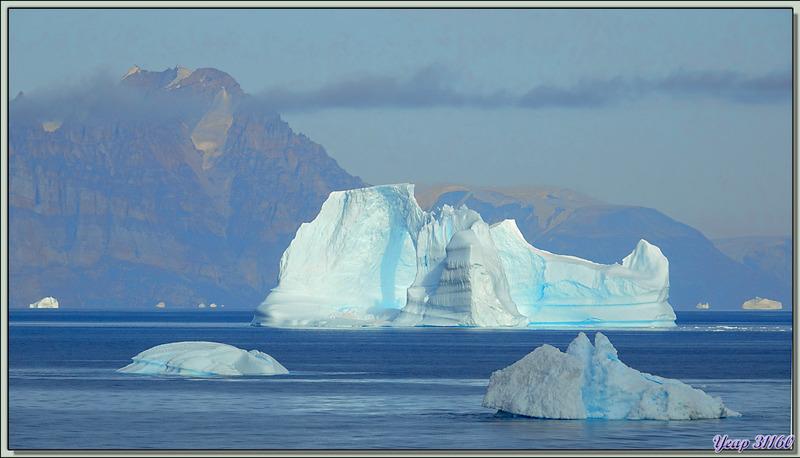 Transformation visuelle du très bel iceberg à arche - Fjord Uummannaq - Groenland