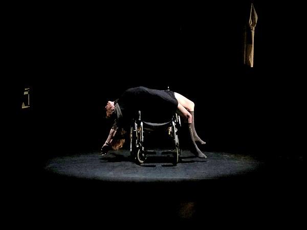 Memb'oo ! une chorégraphie, théâtrale, acrobatique