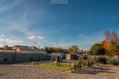 Autre photo de la station météo à Cisko de Loudun installée hier après-midi, avec donc cisko vu de dos finissant les serrages des haubans
