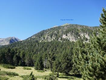 Sur la droite, le Puig de l'Home Mort