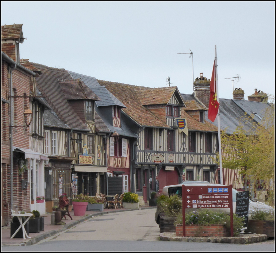 Périple  Etape N°4 : La Normandie 2/3 ( Beuvron en Auge )