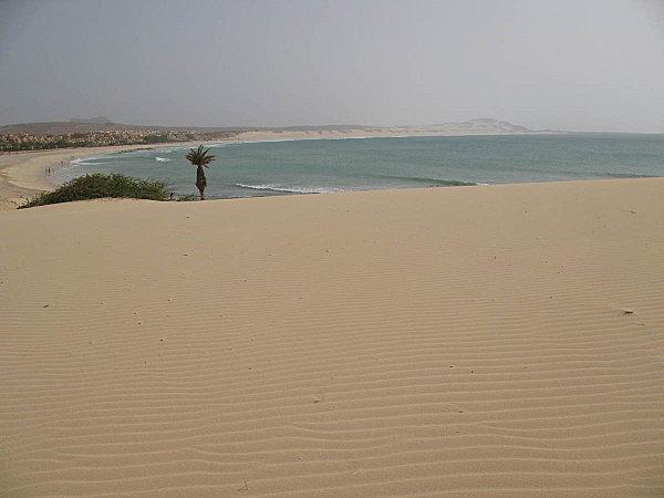 praia de chaves, sur la dune à droite de l'hôtel