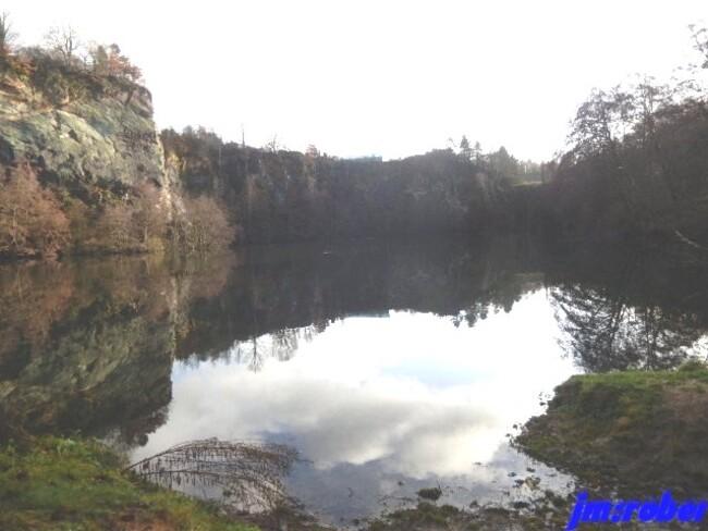 """L'eauet la photographie de l'image virtuelle inversé"""" appelé Reflet"""