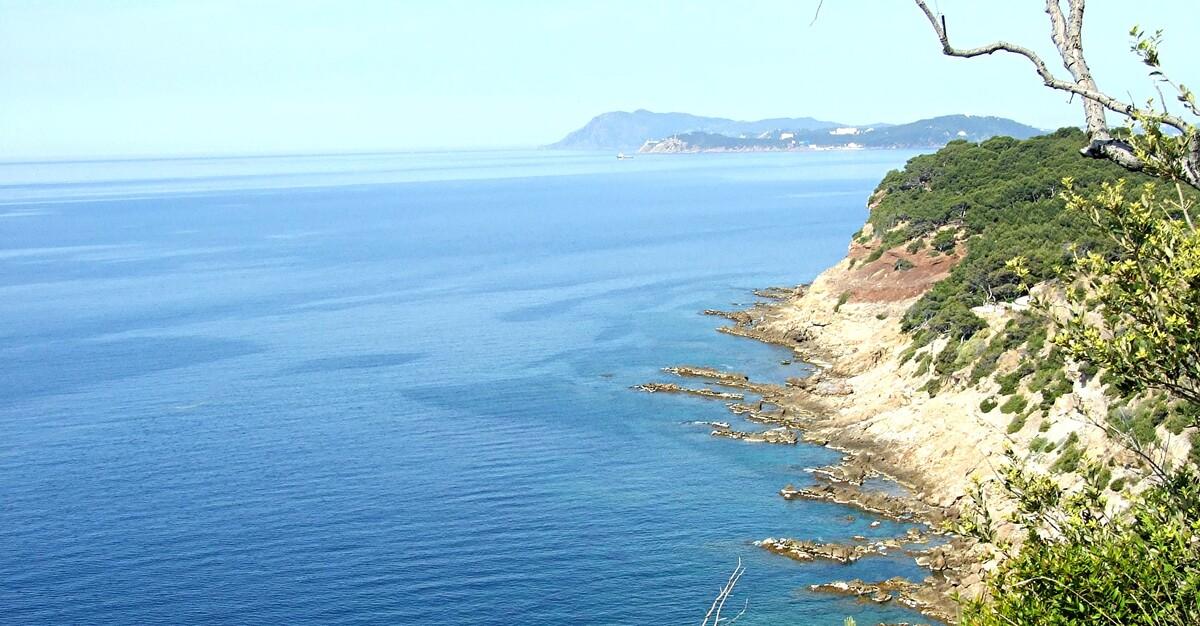 3. Sur les sentiers de la côte varoise .