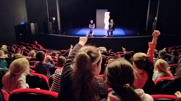 """""""Love Box"""", un délicieux spectacle de mime et d'acrobaties, a ravi les spectateurs du TGB..."""
