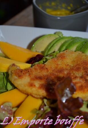 Salade poulet pané, mangue et avocat