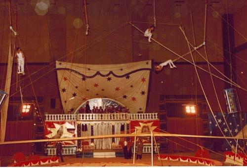 vues interieures du cirque Jean Richard en 1981