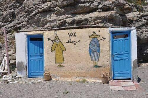 Uniquement au Maroc - image très drôle qui montre les toilettes des hommes et des femmes