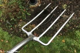 L'indispensable fourche-bêche aux multiples usages - Le JardinOscope coté  pratique, les bons gestes à faire au jardin