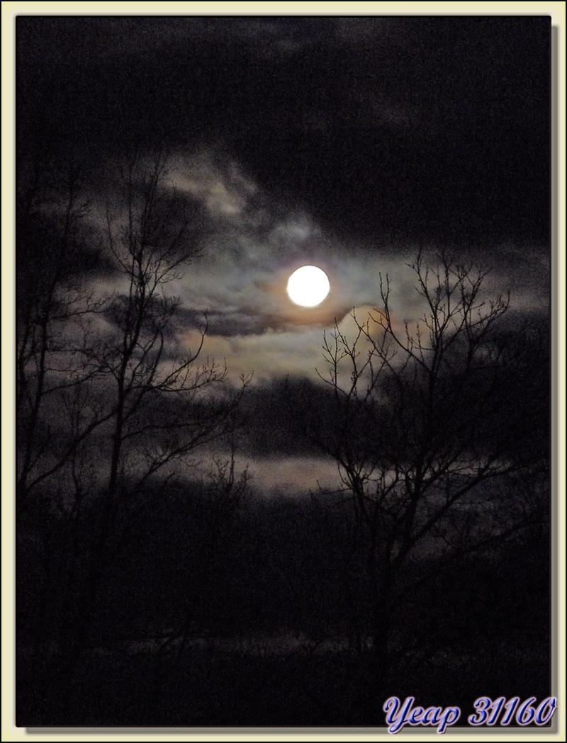 Hier: la Lune se couchait à l'ouest pendant que le jour se levait à l'est