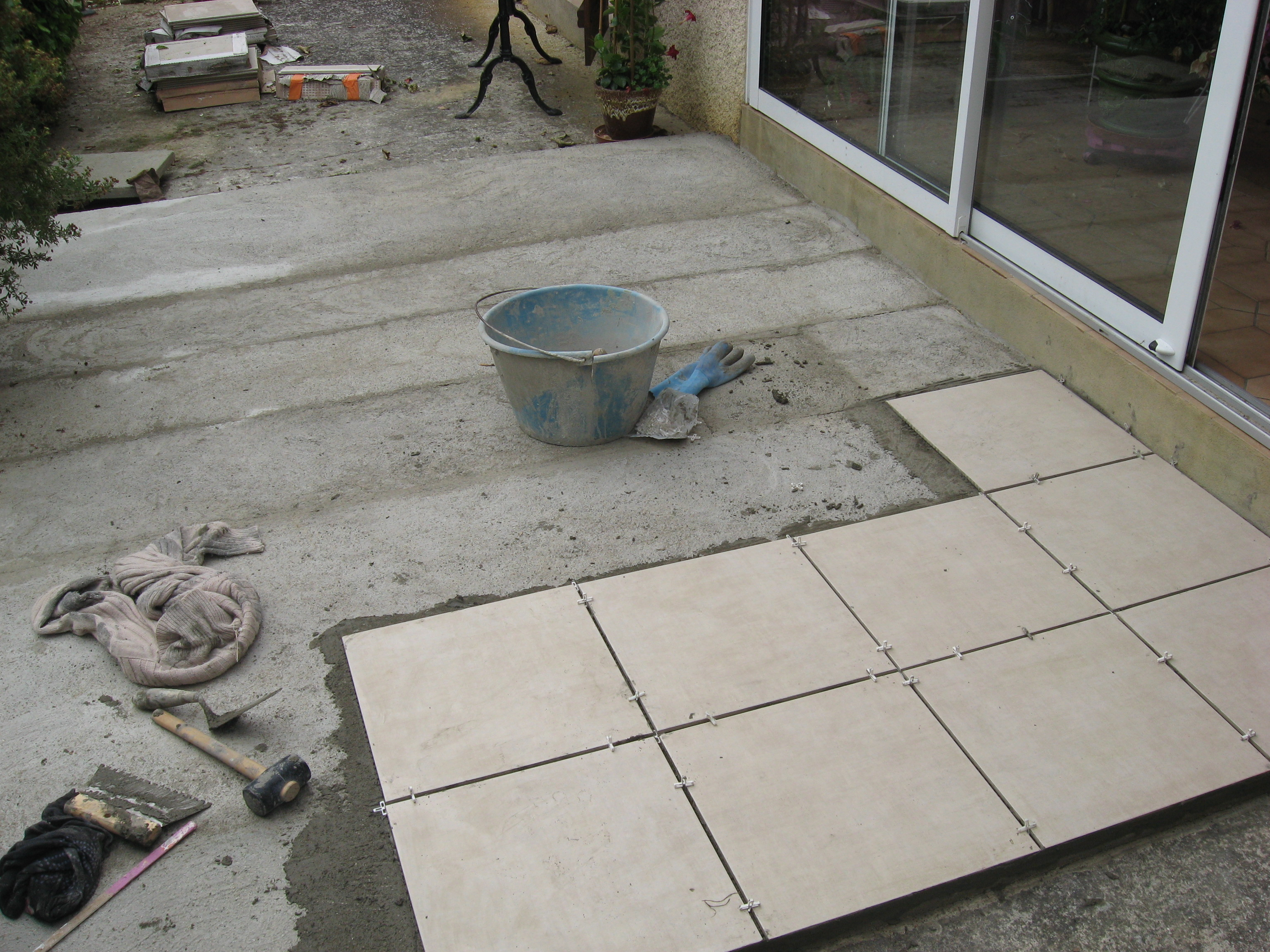 Carrelage sur terrasse nini d co for Carreler terrasse beton