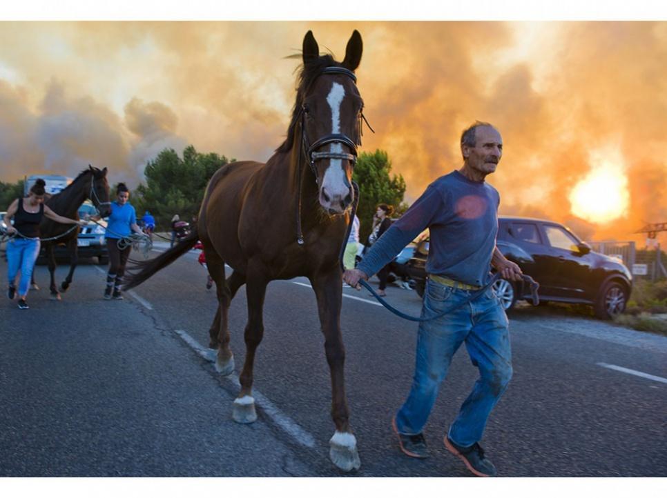 Des habitants ont également été évacués aux Pennes-Mirabeau. En tout, environ 600 personnes ont dû abandonner hier leurs domiciles, selon la préfecture des Bouches-du-Rhône.