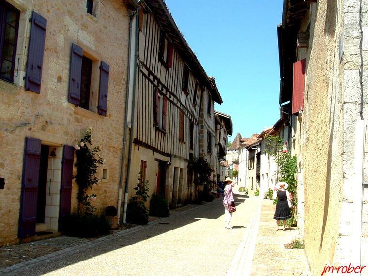 Saint Jean de Côle , un village de rêve et de méditation
