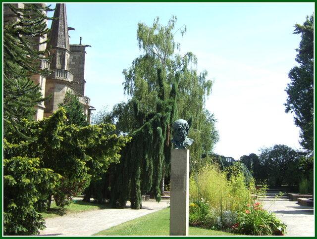 La cathédrale et ses jardins...