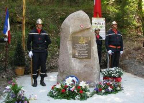 * La stèle des aviateurs anglais près de la maison forestière du Willerhof - Ottrott (Bas-Rhin)
