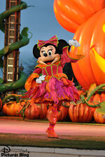 Mickey et sa surprise-partie d'Halloween !/Mickey's Halloween Treat in the Street!