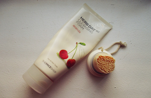 Herb Day 365 Acerola Cleansing Foam
