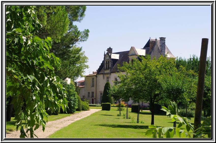Le château Beaulon à St Dizan du Gua (charente maritime)