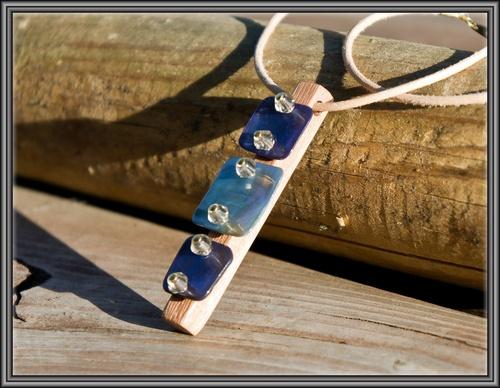 pendentif nacre bleue et bois exotique