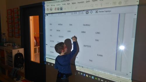 Reconnaître les prénoms et des mots ... avec le vidéoprojecteur