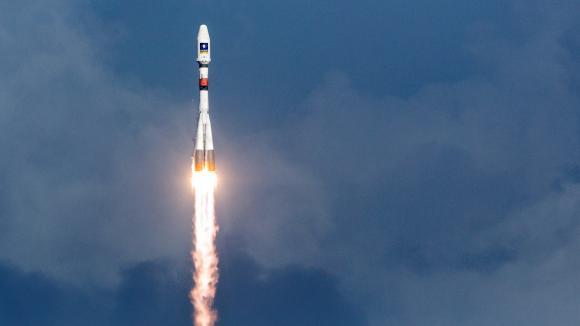 Une fusée Soyouz décolle à Kourou en Guyane le 17 décembre 2015.