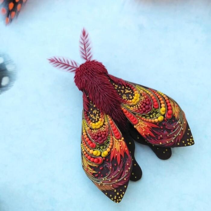Sculptures en argile polymère de papillons et de mites par Daria Telegina
