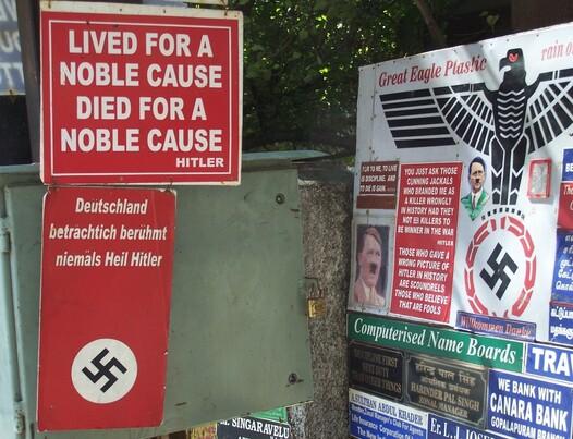 A Chennaï (Madras) en 2005. L'apologie du nazisme s'étale sur le trottoir.