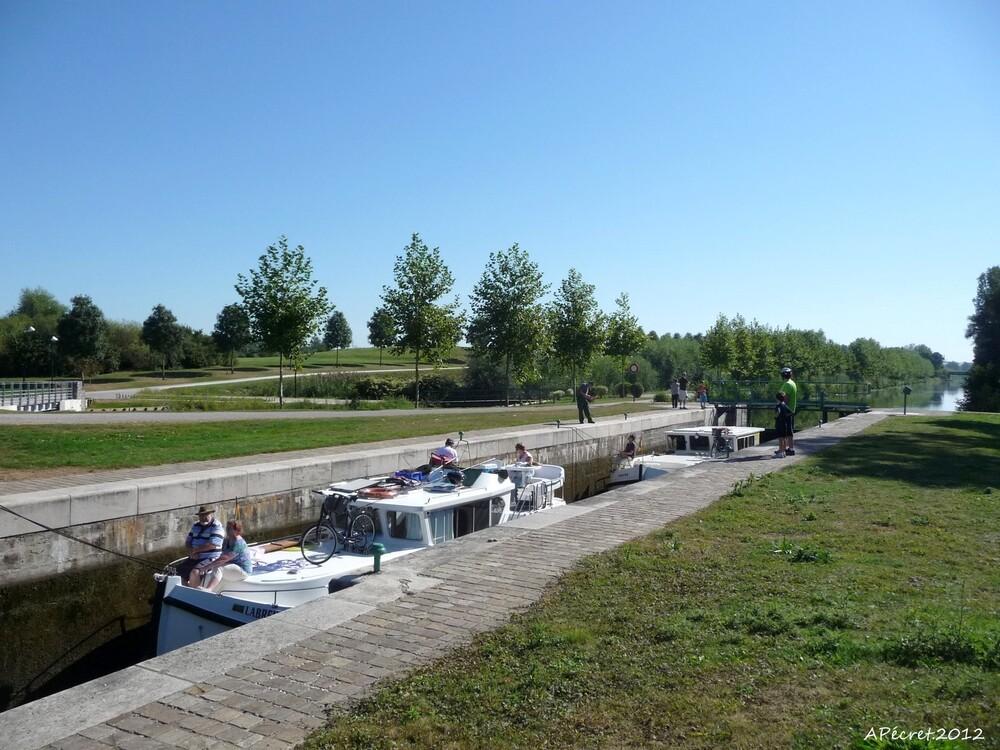 L'Ecluse sur le canal de la Somme