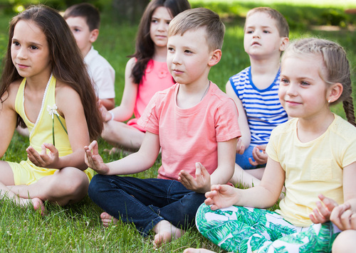 Enseigner la méditation à l'école