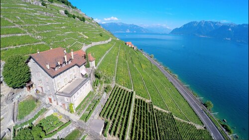 SUISSE. This is Switzerland.  (Voyages)