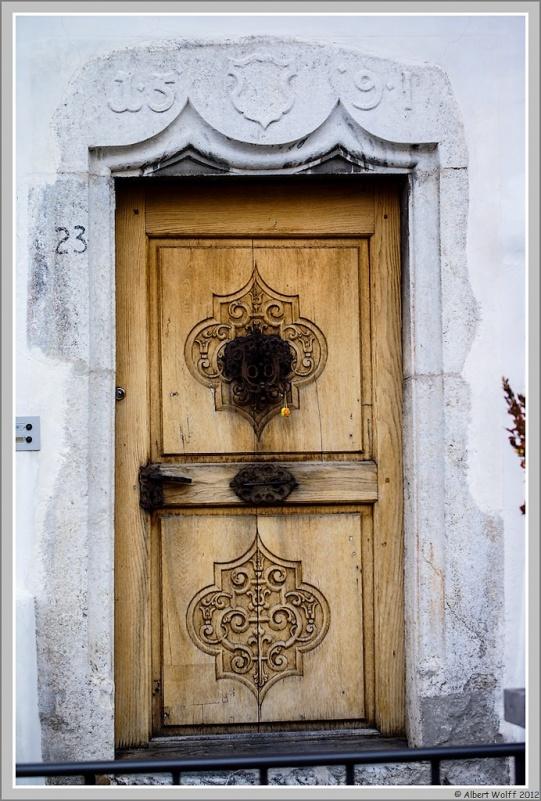 Porte à porte.