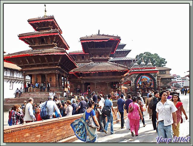 Blog de images-du-pays-des-ours : Images du Pays des Ours (et d'ailleurs ...), Temples de Vishnu, Indrapur, et Kal Bhairav (de gauche à droite) - Durbar Square - Katmandou - Népal