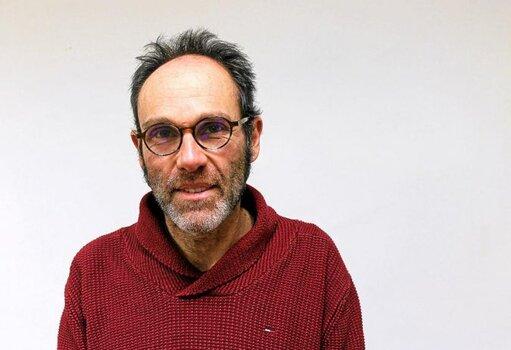Olivier Cuzon dénonce un recours aux services civiques au détriment des contrats de travail.