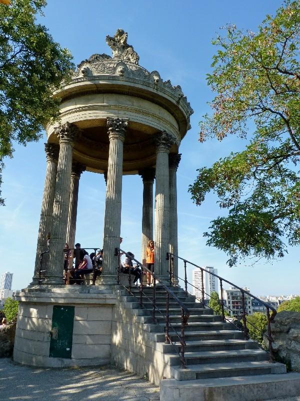 44 - Parc des Buttes-Chaumont (temple de Vesta)