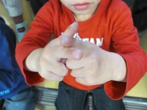3 doigts b