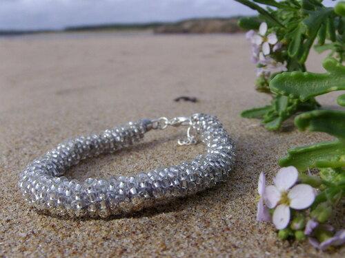 Bracelet en perles de rocailles argentées