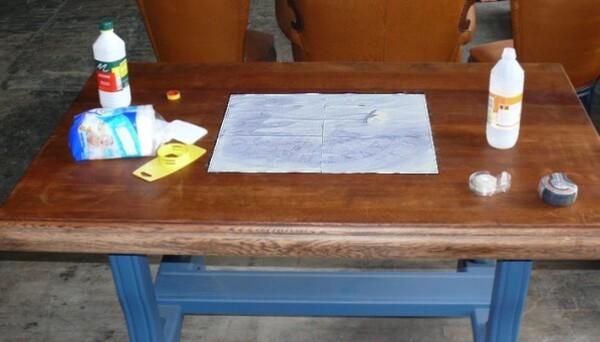 transfert-motif-sur-table-en-bois.jpg