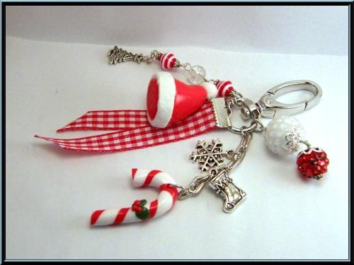 Bijoux de sac, thême Noël, bonnet et sucre d'orge en fimo.